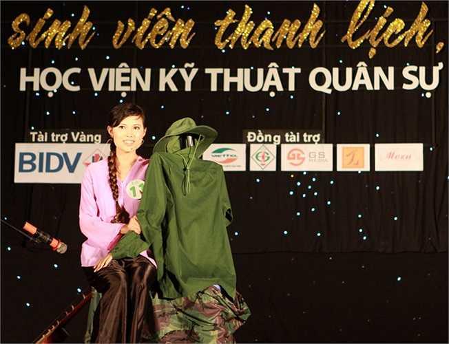 Thí sinh Phạm Thị Huệ khiến người xem xúc động với câu chuyện hậu chiến tranh.