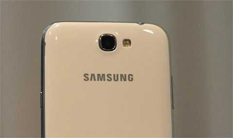 Camera 8 megapixel với các tính năng chụp hình chất lượng cao như trên Galaxy S III.