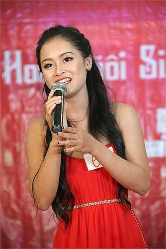 Cô gái trẻ xinh đẹp Nguyễn Thị Thùy Dương (SBD 62) thể hiện năng khiếu hát quan họ trước ban giám khảo. Thùy Dương đã từng đoạt giải Người đẹp mặc trang phục áo dài đẹp nhất - Top 15 Người đẹp Kinh bắc 2012.