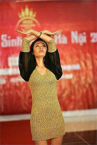 Trình diễn ngay tiết mục tài năng trên sàn Catwalk khi ban giám khảo yêu cầu