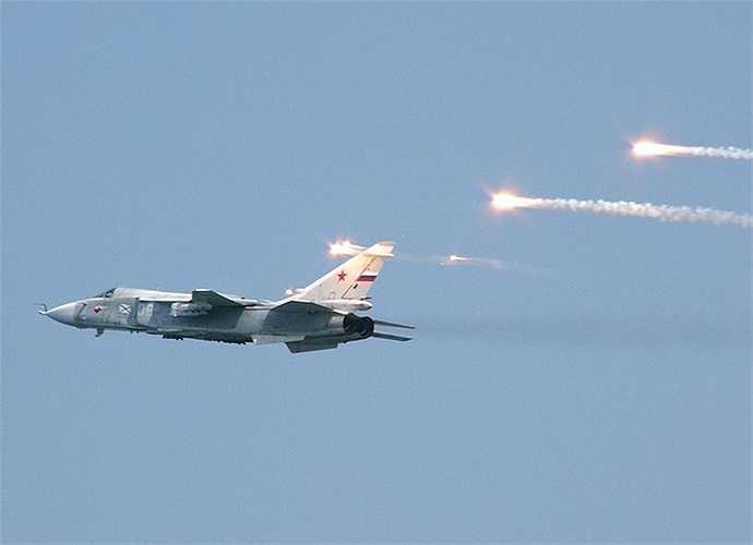 Máy bay ném bom Sukhoi Su-24 với khả năng tác chiến trong điều kiện thời tiết xấu cả ngày và đêm, tầm cao thấp