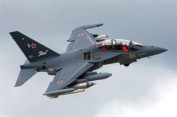 Máy bay chiến đấu và huấn luyện Yak-130 dành cho các học viên không quân để đào tạo các phi công điều khiển máy bay chiến đấu thế hệ 4, 4++ và 5