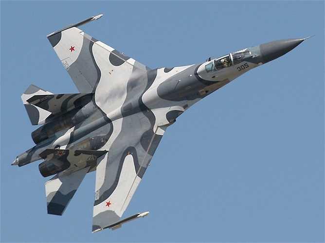 Tiêm kích Su-27, máy bay tiêm kích đa năng với khả năng cơ động cao đã được phát triển thành nhiều phiên bản khác nhau