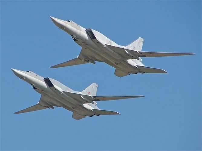 Máy bay ném bom siêu thanh tầm xa Tu-22M3 với khả năng biến hình nhờ thay đổi góc mở của cánh