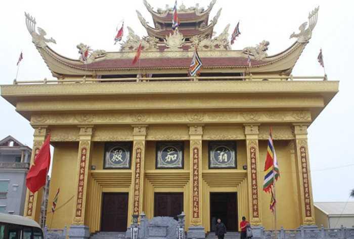 Tỷ phú Trần Văn Sen đã bỏ tiền tỷ, mua lại gần 10ha đất làng Mẹo - ngôi làng tỷ phú ở Thái Bình - xây dựng lăng Đức Hoằng Nghị Đại Vương. Đây được đánh giá là lăng mộ thuộc loại lớn nhất Việt Nam.