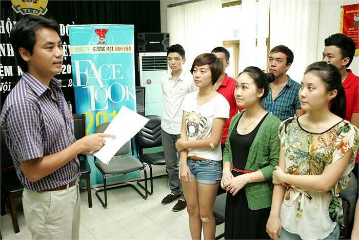 Các thí sinh rất thích thú dưới sự chỉ dạy của anh Tùng giun đất trong bộ phim Lập trình trái tim