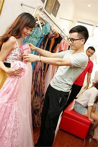 Nhà thiết kế trẻ Hà Duy rất quan tâm đến việc lựa chọn đồ cho các thí sinh