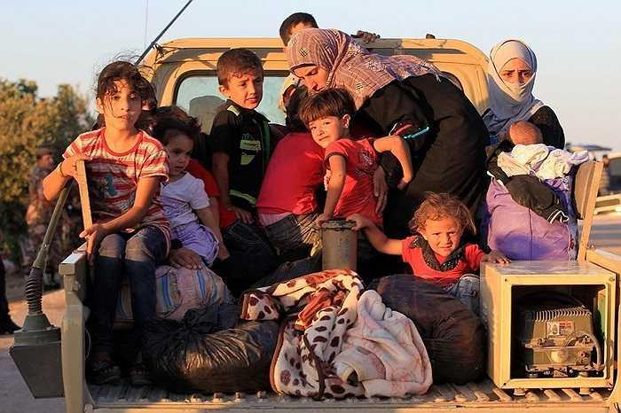 Người dân Syria trên đường đi lánh nạn tới Jordan do xung đột ngày càng leo thang giữa quân đội chính phủ và phe đối lập.