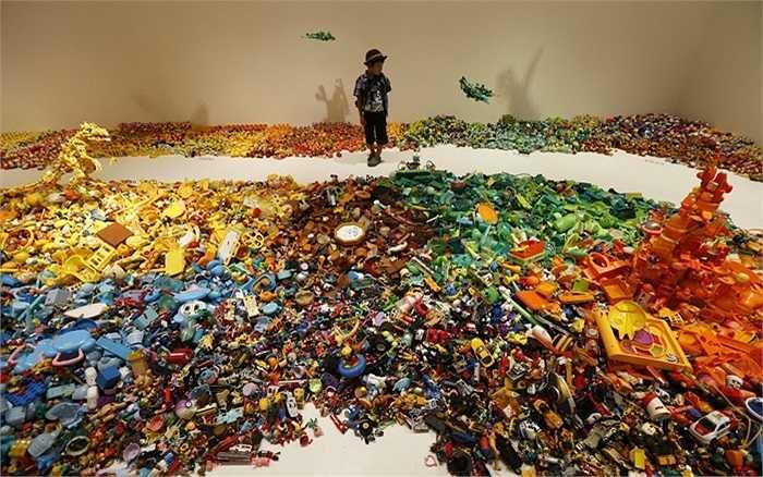 Triển lãm đặc biệt gồm hơn 1000 mẫu đồ chơi cũ do họa sĩ người Nhật là Hiroshi Fuji tổ chức ở thủ đô Tokyo.