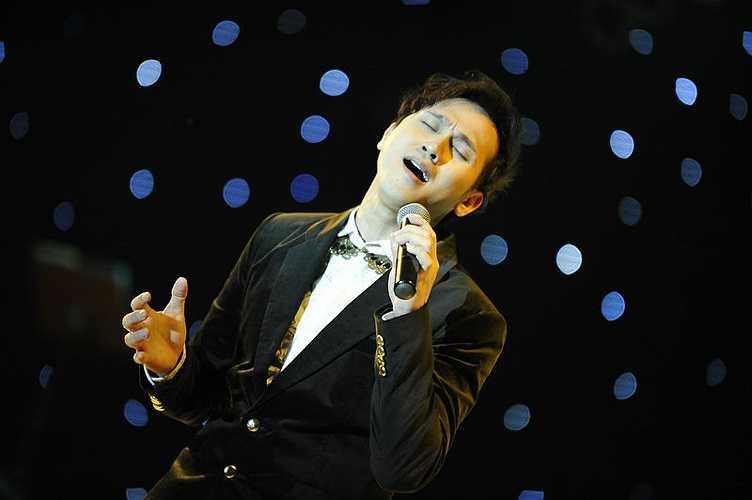 Đêm nhạc còn có sự tham gia của ca sĩ Nguyên Vũ