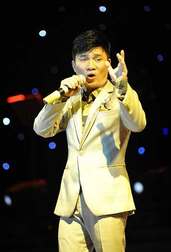 Và song ca với ca sĩ Quang Linh ca khúc Kiếp nghèo.