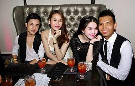 Thái Hà, Ngọc Trinh vui vẻ bên bạn bè