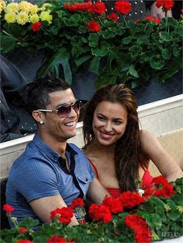 Siêu mẫu Irina Sheik đã quá nổi tiếng sau khi cặp kè cùng danh thủ số 1 hành tinh Cristiano Ronaldo.