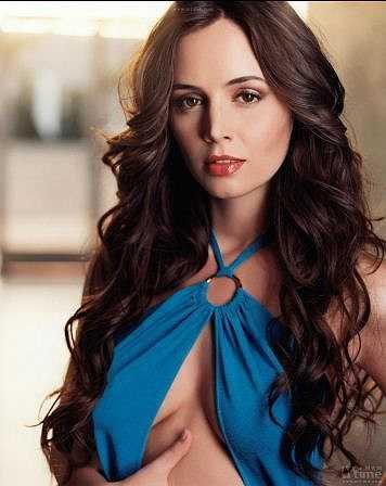 Nữ diễn viên Mỹ gốc Albania, Eliza Dushku năm nay dù đã bước sang tuổi 31 vẫn giữ được vẻ trẻ trung và sexy. Cô là bạn gái cũ của ngôi sao bóng rổ NBA, Rick Fox.