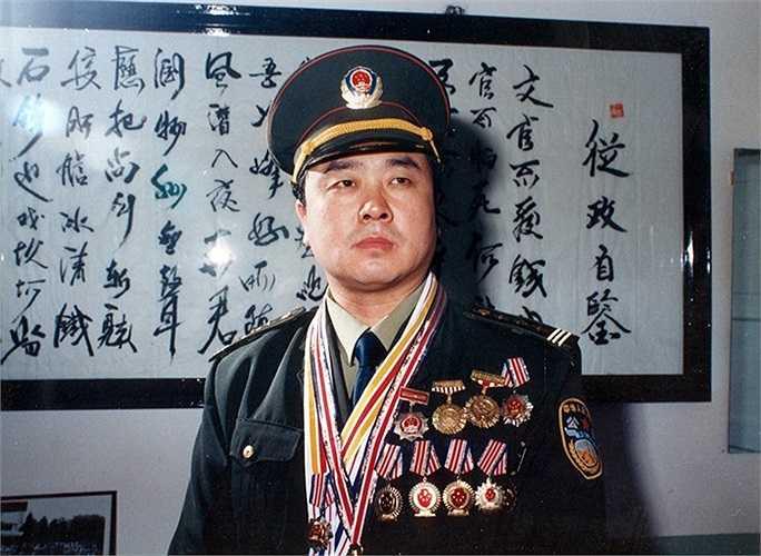 Thời trẻ, Vương Lập Quân từng được tặng nhiều huân, huy chương