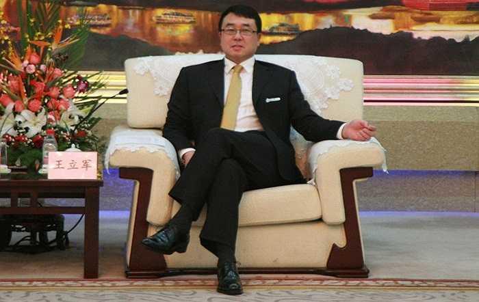 Vương Lập Quân khi nhận chức Phó Thị trưởng thành phố Trùng Khánh với 100% phiếu ủng hộ hôm 13/12/2011