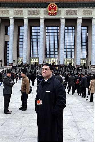 Ảnh lưu niệm của Vương Lập Quân với các đại biểu quốc hội sau khi bế mạc phiên họp ở Bắc Kinh hôm 14/3/2011