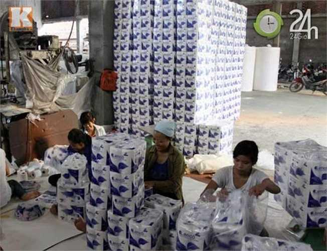 Tại Phong Khê, một số lượng lớn hộ gia công nhỏ lẻ sản xuất giấy ăn cung cấp đi khắp các tỉnh thành trong cả nước, bán rộng rãi trên thị trường. Từ giấy ăn 'thường dân' nhất như 'giấy phở' đến các loại giấy ăn cao cấp khác.
