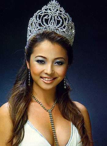 Hoa hậu Jennifer Phạm thuở mới đăng quang với khuôn mặt tròn trịa, hiều hậu.