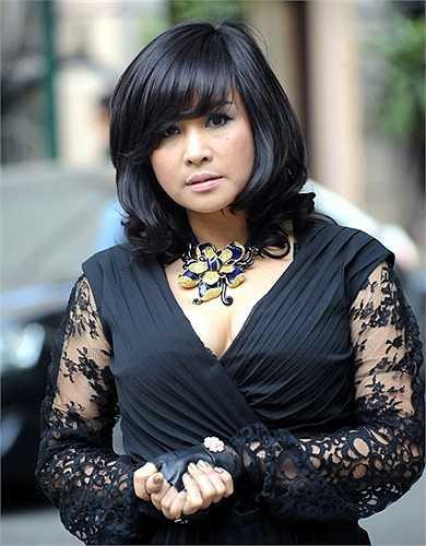 Thanh Lam với khuôn mặt tròn đầy phúc hậu và vẻ đẹp mặn mà tuổi tứ tuần khiến nhiều đàn em phải ghen tị.