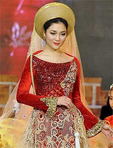 Trong số các Hoa hậu Việt Nam, Nguyễn Thị Huyền là người đẹp có khuôn mặt thuần Việt nhất, gương mặt tròn phúc hậu, hiền hòa của cô trở thành niềm tự hào của vẻ đẹp Việt Nam.