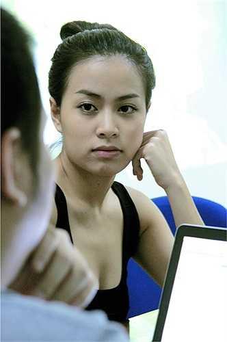 Hoàng Thùy Linh với khuôn mặt đậm chất vẻ đẹp Việt.