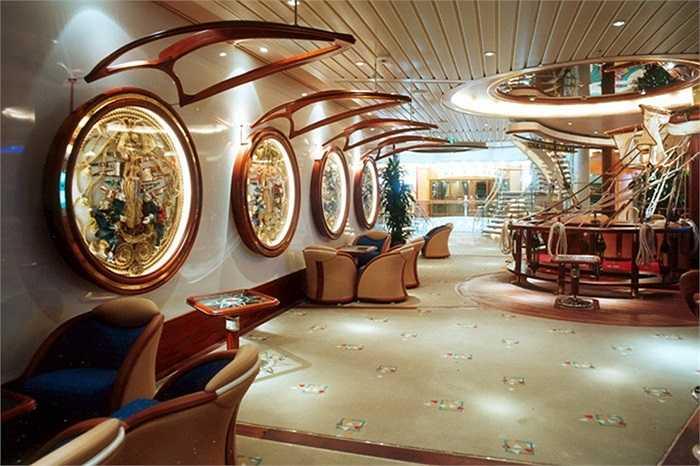 Màu sắc sang trọng, lịch lãm và những thiết kế độc đáo có thể bắt gặp ở khắp mọi nơi trên Voyager of the Seas.