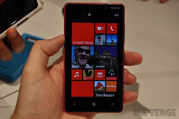 Đêm 5/9 giờ Việt Nam, Nokia và Microsoft tổ chức một sự kiện đặc biệt, công bố Nokia Lumia 920 và Nokia Lumia 820, hai Smartphone Windows Phone 8 (WP8) đầu tiên của Nokia.    Đây được coi là đối thủ chính thức của iPhone 5 sắp ra mắt, đồng thời nhắm