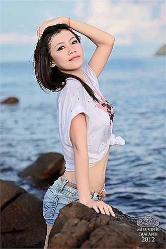 Trần Huyền Trang khỏe khoắn, gợi cảm trước biển