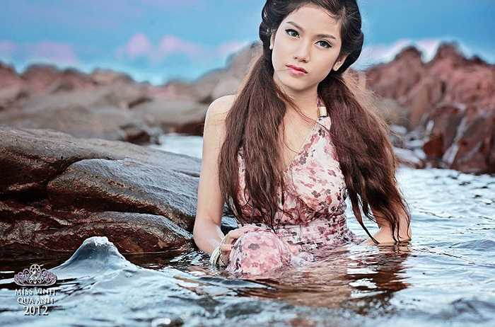 Nữ sinh Phan Hồng Vân hóa nàng tiên cá