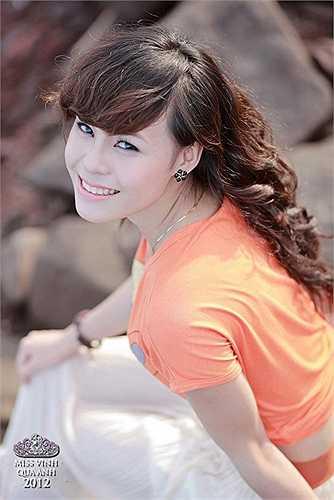 Nguyễn Thị Thùy Trang nổi bật với tông màu cam nhẹ nhàng