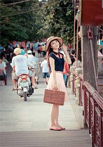 Nhiếp ảnh gia nổi tiếng Lý Võ Phú Hưng từng nhận xét, từng nét trên khuôn mặt Tố Mỹ đều rất đẹp.