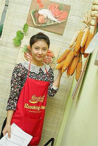 Hotgirl Thu Trang thích thú với những trải nghiệm từ việc nấu ăn