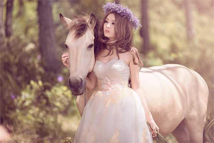 Lilly Luta còn là người mẫu ảnh cho một số báo và tạp chí dành cho tuổi teen
