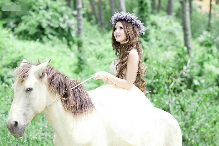 Vẻ đẹp thiên thần của Miss ICT