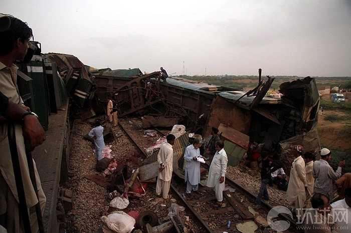 Ít nhất 3 người chết, hơn 100 người bị thương trong vụ tai nạn