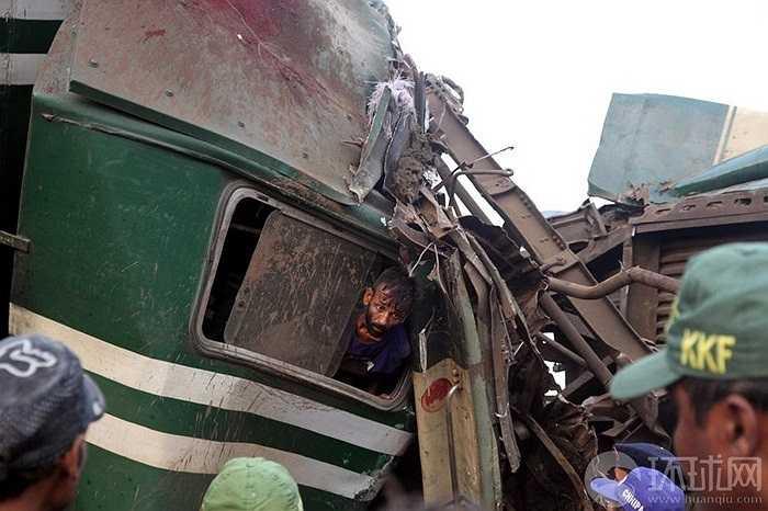 Tai nạn tàu hỏa kinh hoàng ở Pakistan
