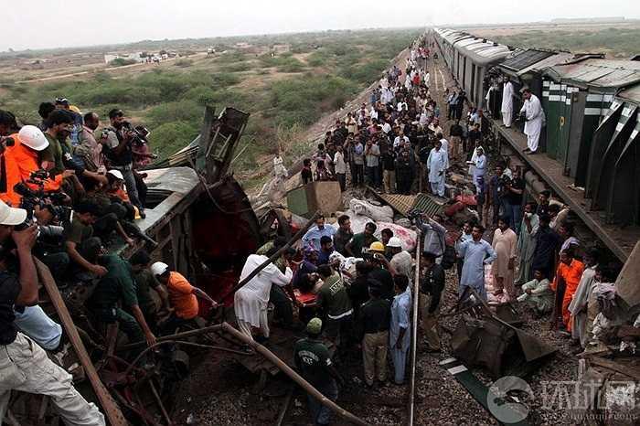 Hiện trường tai nạn kinh hoàng ở Pakistan