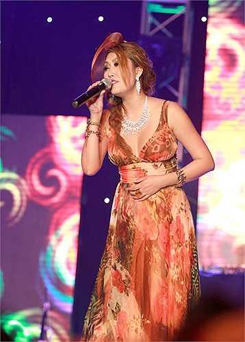 Tuy nhiên, người đẹp này không hề ngần ngại. Cô tâm sự rất muốn hát để phục vụ khán giả Hà Nội.