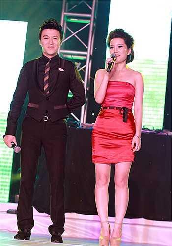 Hai MC của chương trình, Phan Anh và Huyền Trang.