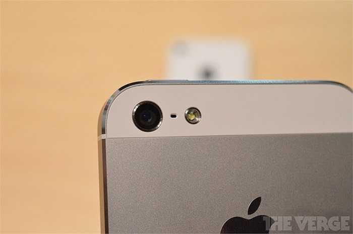 Camera vẫn giữ nguyên thông số, được trang bị công nghệ iSight