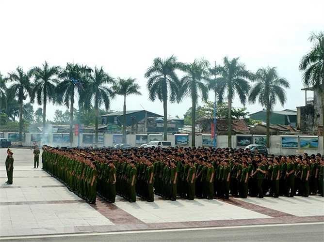 Ngày 5/9, hơn 500 học viên Học viện Cảnh sát Nhân dân vinh dự được nhận bằng tốt nghiệp, phong thăng cấp bậc hàm, chính thức trở thành những sĩ quan nhân dân.