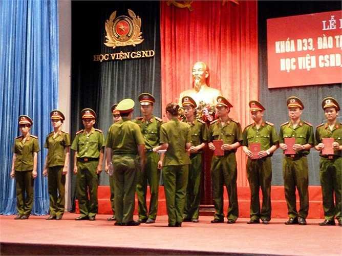 Học viện Cảnh sát Nhân dân tổ chức lễ tốt nghiệp cho 518 học viên đào tạo đại học hệ chính quy D33, khóa 2007 – 2012.