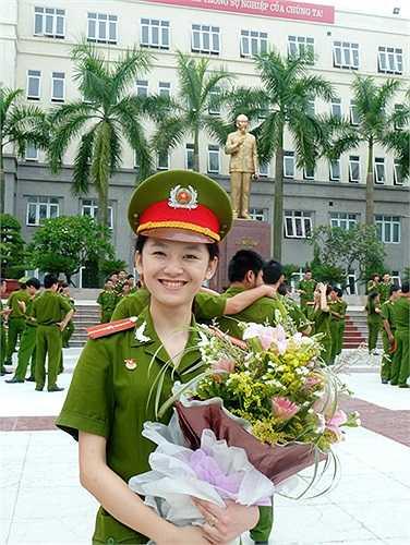 Thủ khoa Học viện Cảnh sát Nhân dân, Ngô Thị Bích Thu vô cùng vui mừng và tự hào vì 5 năm gắn bó, rèn luyện dưới ngôi trường này.