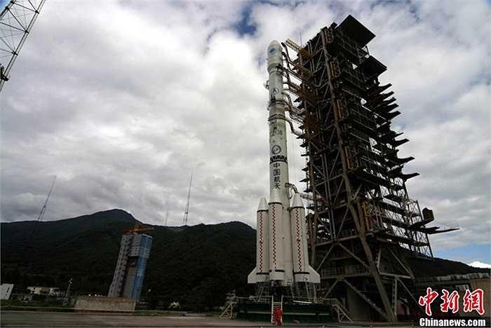 """Báo chí Trung Quốc nói nhiều về phương thức """"một tên lửa hai vệ tinh"""", cùng lúc đưa hai vệ tinh Bắc Đẩu 14 và Bắc Đẩu 15 của hệ thống vệ tinh dẫn đường lên quỹ đạo"""
