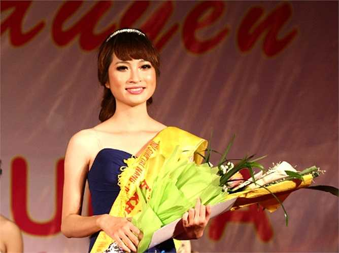 Đăng quang Á khôi cuộc thi Nữ sinh thanh lịch ĐH Lao động Xã hội 2011