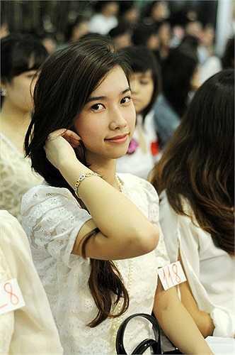 Nữ sinh Imiss Thăng Long khoe vẻ đẹp rạng ngời