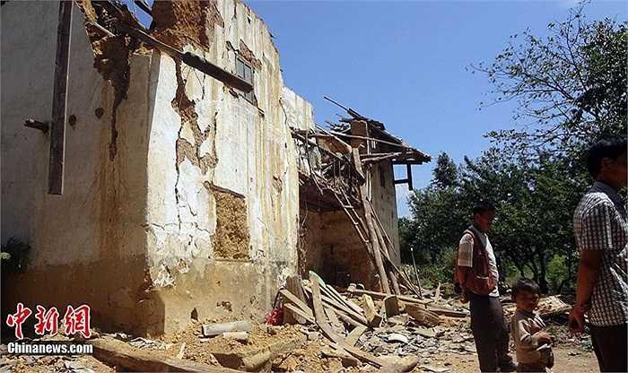 Theo thống kê mới nhất, tổng thiệt hại kinh tế trong trận động đất này là 350 triệu nhân dân tệ