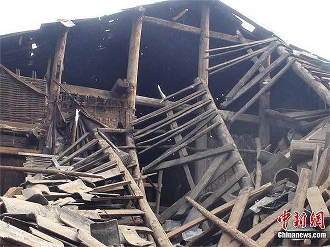 Động đât khiến nhiều người rơi vào cảnh 'màn trời chiếu đất'