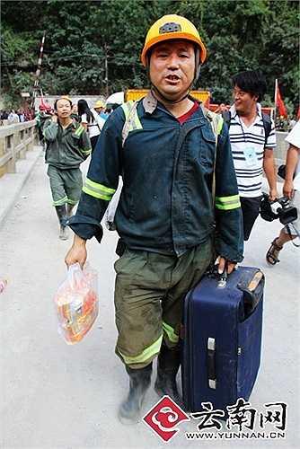 Ngươi dân quanh khu vực động đất sơ tán khẩn cấp